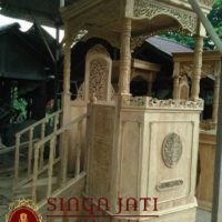 Mimbar-Masjid-Tingkat-Pintu-Samping