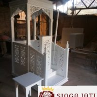 Mimbar Masjid Model  Kubah Ukir Warna Putih Kayu Jati Kebumen