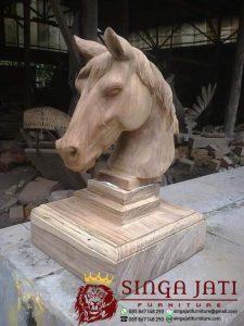 Patung-Kepala-Kuda